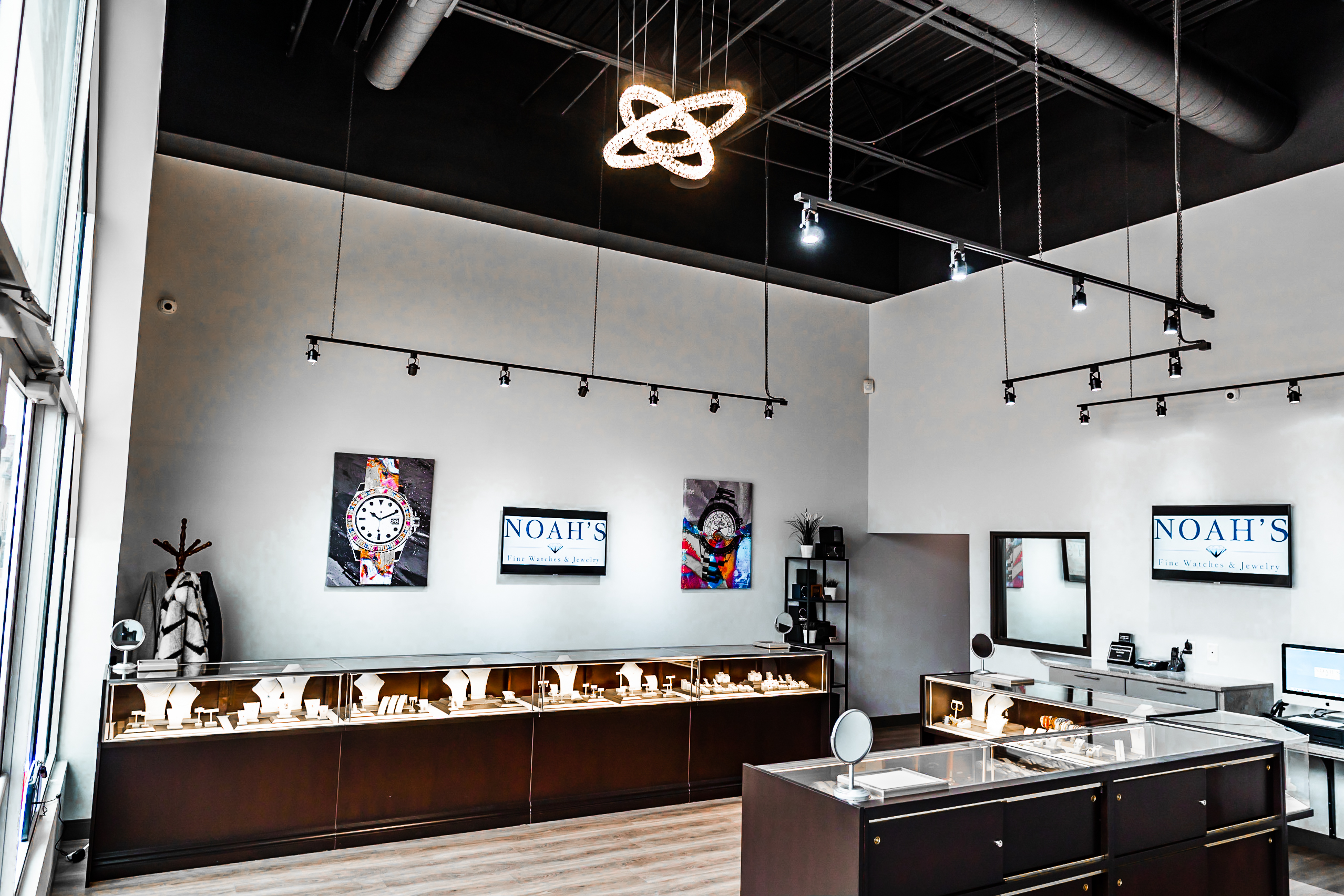 Image of interior of Noah's Fine Jewelry & Watches store