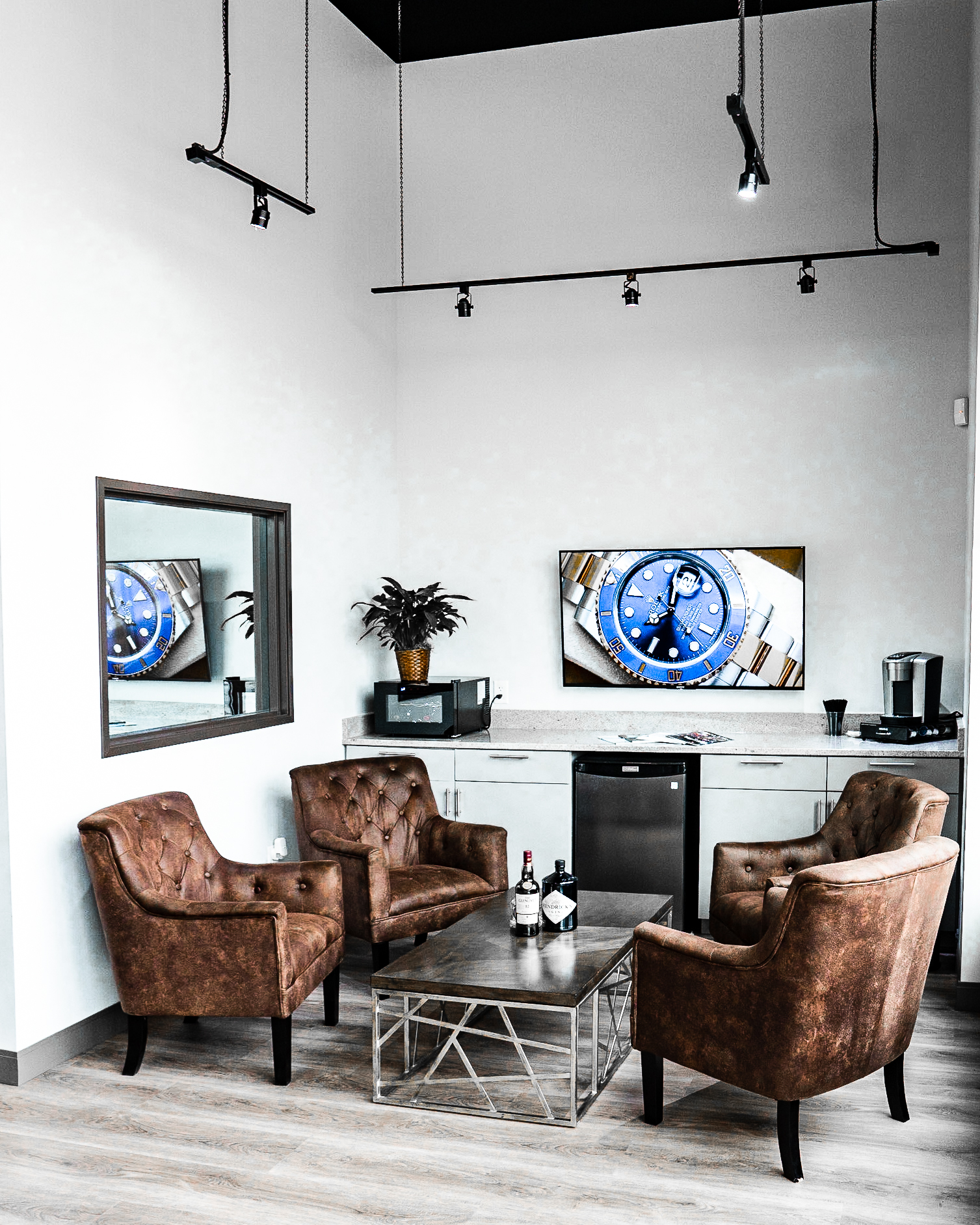 Picture of interior of Noah's Fine Jewelry & Watches store